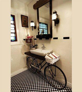 Una bici en el baño decorar-banos Blog Decoracion