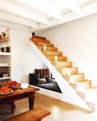 Un encantador espacio de lectura en el hueco de la escalera sin-categoria Blog Decoracion