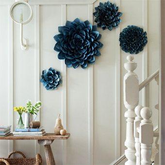 Decoraci n de paredes con grandes flores de papel blog - Decoracion con espejos en paredes ...