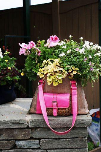Haz de tu viejo bolso un bonito macetero decoracion-jardines Blog Decoracion