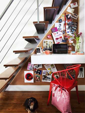 Una pequeña oficina bajo la escalera  como-decoracorar-un-despacho Blog Decoracion